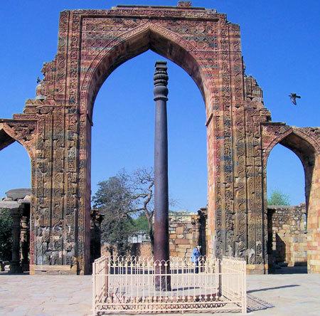 Железная колонна в Дели (Кутубова колонна, Индия)